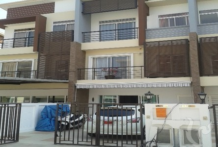 Продажа: Таунхаус с 3 спальнями в районе Lat Phrao, Bangkok, Таиланд