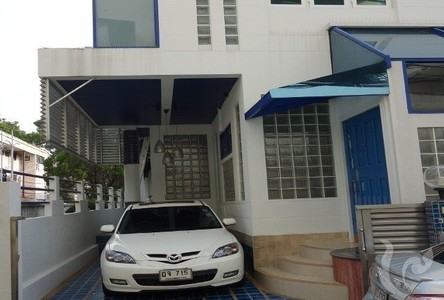 For Sale or Rent 3 Beds 一戸建て in Khlong Toei, Bangkok, Thailand