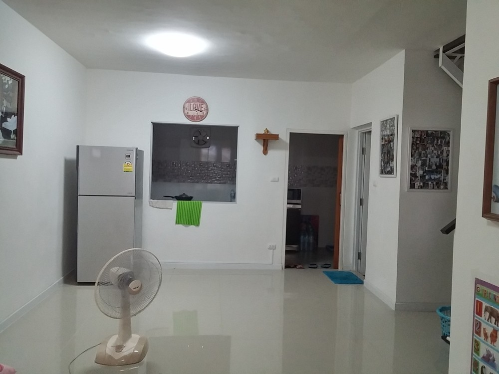 For Sale 3 Beds タウンハウス in Mueang Pathum Thani, Pathum Thani, Thailand | Ref. TH-QPRAISFY