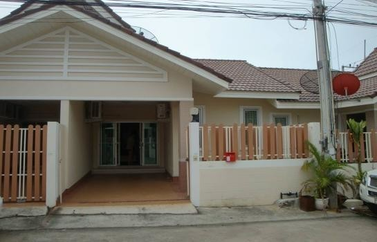 For Rent 2 Beds タウンハウス in Bang Lamung, Chonburi, Thailand | Ref. TH-OPWNDIJY