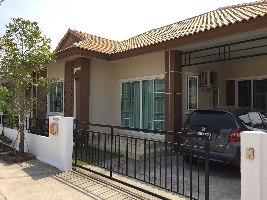For Sale or Rent 3 Beds House in Si Maha Phot, Prachin Buri, Thailand | Ref. TH-PSIHKPKQ