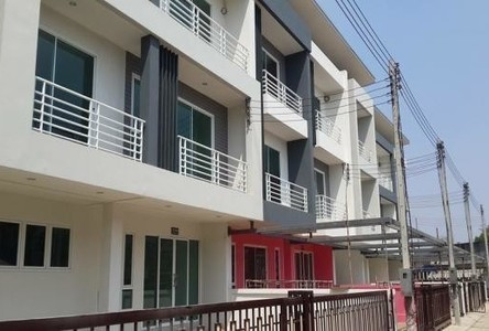 For Sale 3 Beds Townhouse in Mueang Samut Sakhon, Samut Sakhon, Thailand