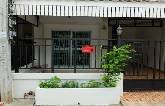 For Rent 3 Beds Townhouse in Nakhon Chai Si, Nakhon Pathom, Thailand | Ref. TH-IOWJKTND