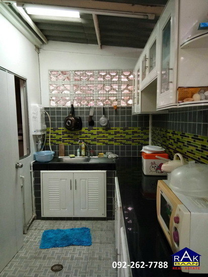 For Sale 3 Beds タウンハウス in Mueang Pathum Thani, Pathum Thani, Thailand | Ref. TH-EWUEIPWI