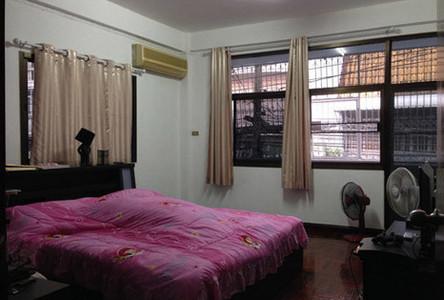 For Sale 2 Beds Townhouse in Bangkok Noi, Bangkok, Thailand
