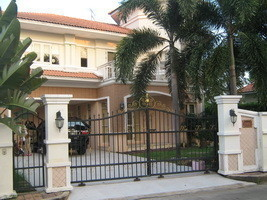 For Rent 4 Beds House in Bang Kruai, Nonthaburi, Thailand | Ref. TH-PUOXZVZJ