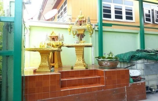 For Sale 4 Beds House in Phra Samut Chedi, Samut Prakan, Thailand   Ref. TH-PPNPNXGM
