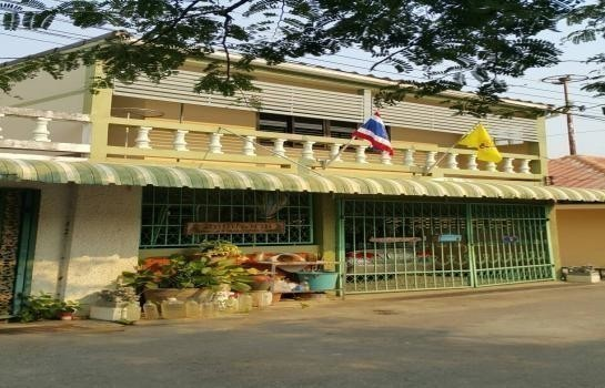 For Sale 3 Beds Townhouse in Mueang Lampang, Lampang, Thailand | Ref. TH-YQKZZVTH