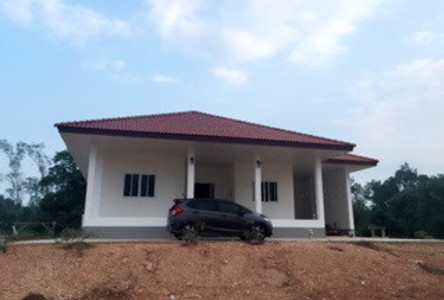 For Sale 3 Beds House in Mueang Trat, Trat, Thailand