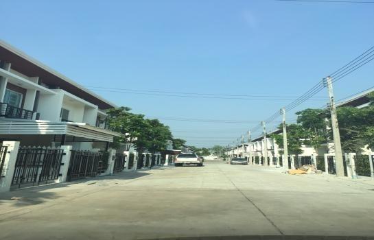 Продажа: Таунхаус с 3 спальнями в районе Sam Phran, Nakhon Pathom, Таиланд | Ref. TH-IBZBTVNB