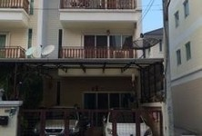 For Sale 4 Beds Townhouse in Thon Buri, Bangkok, Thailand