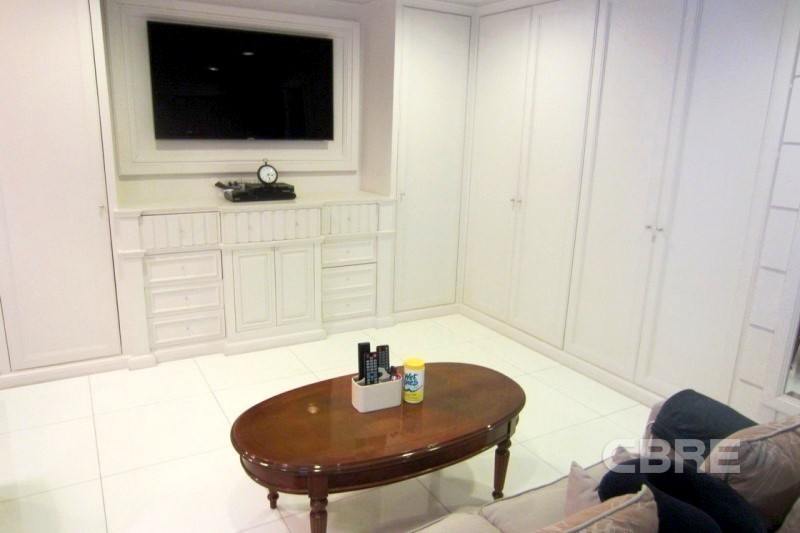 สาธร การ์เด้นส์ - ขาย คอนโด 3 ห้องนอน สาทร กรุงเทพฯ   Ref. TH-KXBNYWUM