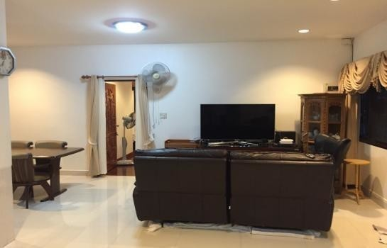 For Sale 3 Beds 一戸建て in Mueang Nakhon Sawan, Nakhon Sawan, Thailand | Ref. TH-NSBSQNMT