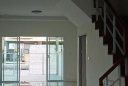 For Rent 4 Beds タウンハウス in Mueang Samut Prakan, Samut Prakan, Thailand
