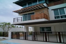 For Sale or Rent 3 Beds Townhouse in Prawet, Bangkok, Thailand
