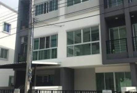For Rent 3 Beds タウンハウス in Mueang Samut Prakan, Samut Prakan, Thailand