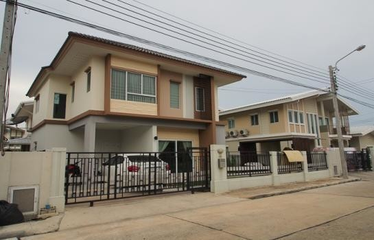 For Sale 3 Beds House in Bang Phli, Samut Prakan, Thailand | Ref. TH-XYVWQQWP