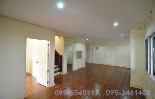 For Sale 3 Beds House in Mueang Nakhon Pathom, Nakhon Pathom, Thailand | Ref. TH-TTZPXIEV