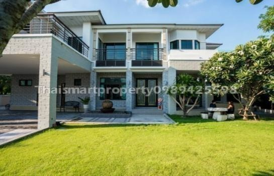For Sale 5 Beds House in Mueang Samut Prakan, Samut Prakan, Thailand | Ref. TH-SNLQYXZF