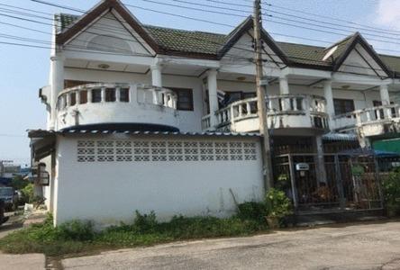For Sale 2 Beds Townhouse in Mueang Samut Songkhram, Samut Songkhram, Thailand