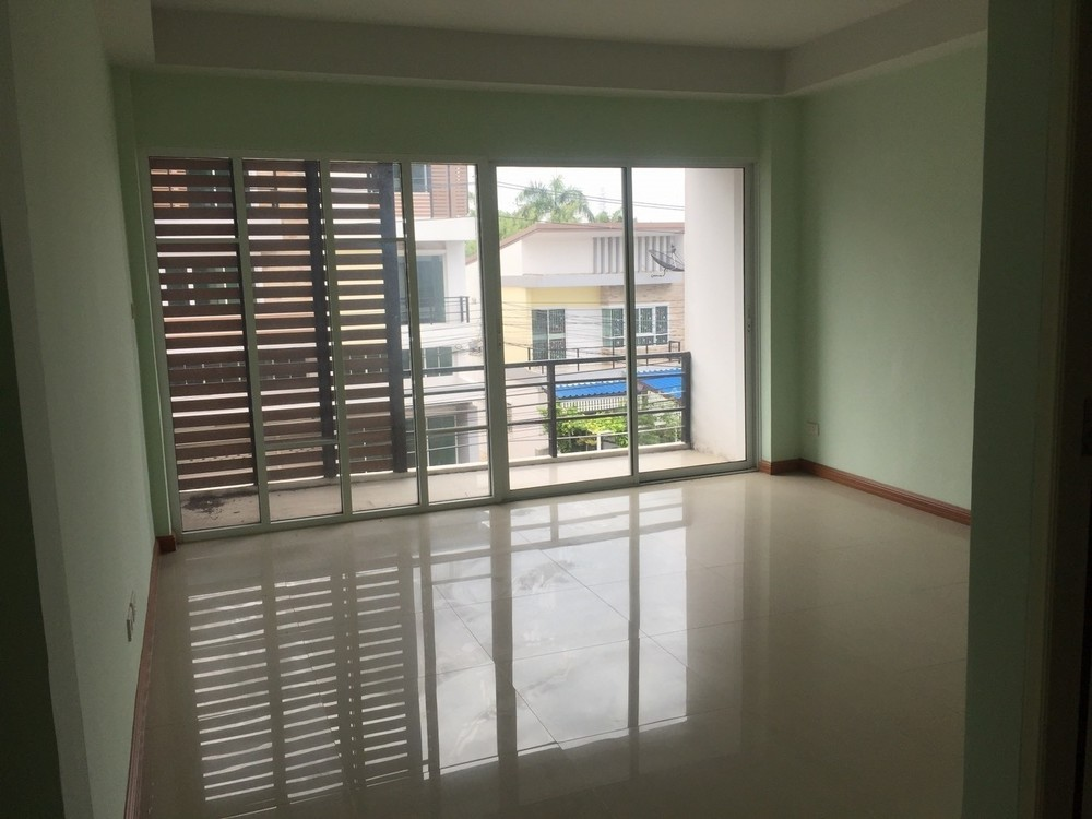 For Sale 2 Beds Townhouse in Krathum Baen, Samut Sakhon, Thailand | Ref. TH-TVHESMDU