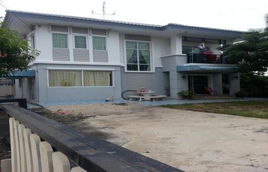 For Sale 4 Beds House in Phra Samut Chedi, Samut Prakan, Thailand | Ref. TH-UDUSTUXH