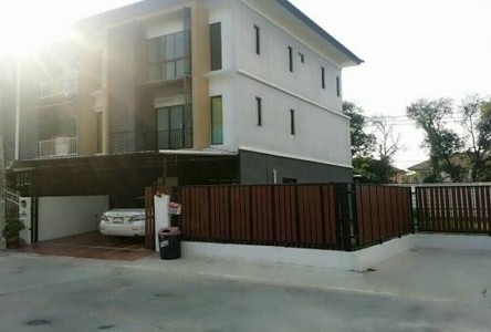 For Sale 4 Beds Townhouse in Bang Khae, Bangkok, Thailand