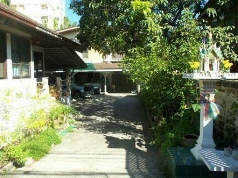For Sale 6 Beds House in Mueang Samut Prakan, Samut Prakan, Thailand | Ref. TH-QZAOIISS