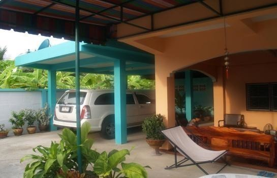 For Sale 4 Beds House in Sam Phran, Nakhon Pathom, Thailand | Ref. TH-MVAWMCOV