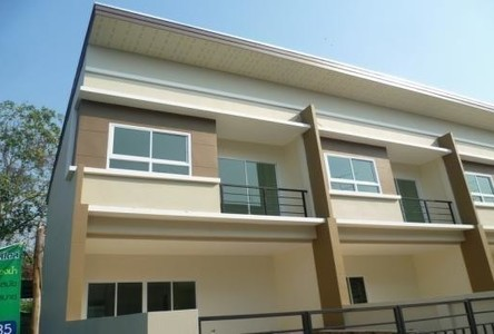 For Sale 3 Beds Townhouse in Chai Badan, Lopburi, Thailand