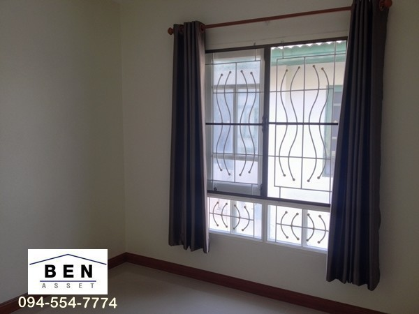 For Sale 4 Beds タウンハウス in Thanyaburi, Pathum Thani, Thailand | Ref. TH-USQXBNKQ