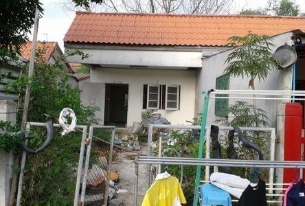 For Sale 1 Bed House in Mueang Lop Buri, Lopburi, Thailand
