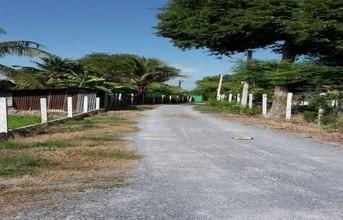 ตั้งอยู่บริเวณพื้นที่เดียวกัน - เมืองสุพรรณบุรี สุพรรณบุรี
