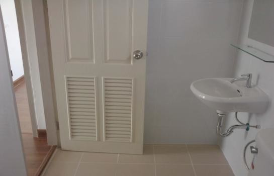 For Sale or Rent 3 Beds タウンハウス in Mueang Pathum Thani, Pathum Thani, Thailand   Ref. TH-PWLOAPLE