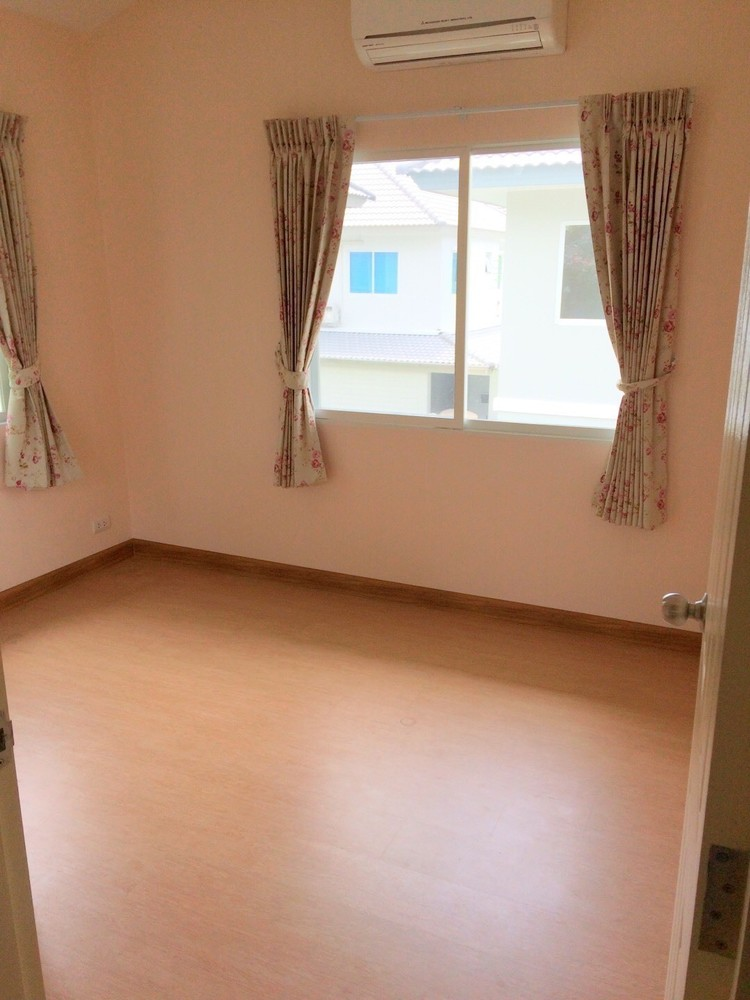 For Sale 3 Beds House in Min Buri, Bangkok, Thailand | Ref. TH-UGPCYVCX