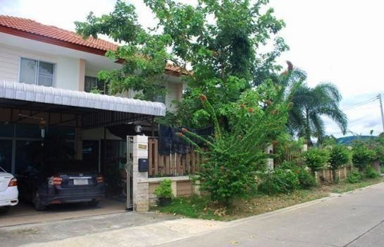 For Sale 3 Beds House in Phutthamonthon, Nakhon Pathom, Thailand | Ref. TH-QNLXAFYT