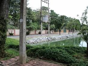 ตั้งอยู่บริเวณพื้นที่เดียวกัน - เมืองปทุมธานี ปทุมธานี