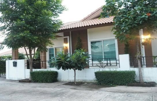 For Sale or Rent 3 Beds House in Si Maha Phot, Prachin Buri, Thailand | Ref. TH-EXQUTISZ