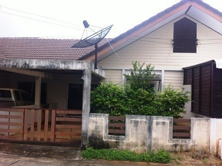 For Sale 2 Beds Townhouse in Mueang Chiang Rai, Chiang Rai, Thailand | Ref. TH-ENDELQZY