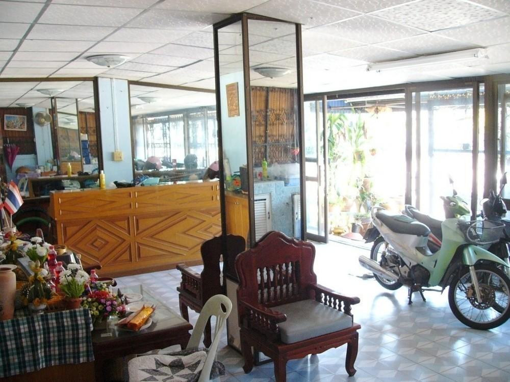 For Sale 4 Beds Townhouse in Mueang Sakon Nakhon, Sakon Nakhon, Thailand | Ref. TH-TZMEBWTM