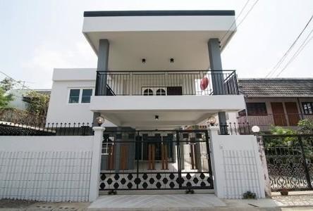 For Sale 5 Beds 一戸建て in Huai Khwang, Bangkok, Thailand