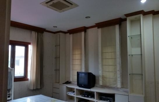 For Sale 3 Beds House in Mueang Samut Prakan, Samut Prakan, Thailand | Ref. TH-EWSYWCYH