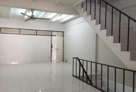 В аренду: Таунхаус с 3 спальнями в районе Phra Khanong, Bangkok, Таиланд