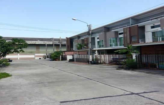 For Sale 3 Beds Townhouse in Phra Pradaeng, Samut Prakan, Thailand | Ref. TH-UUPJCVME
