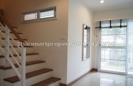 For Sale 3 Beds Townhouse in Bang Na, Bangkok, Thailand | Ref. TH-PFZQEHVC