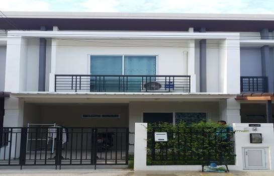 For Sale 3 Beds タウンハウス in Sam Phran, Nakhon Pathom, Thailand | Ref. TH-YZVFQWZL