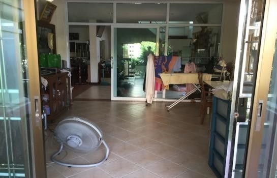 For Sale 4 Beds House in Phra Samut Chedi, Samut Prakan, Thailand | Ref. TH-ABXTUHOT