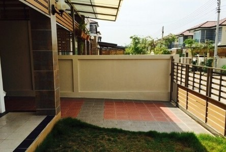 For Sale or Rent 3 Beds House in Pathum Wan, Bangkok, Thailand