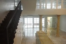 For Sale 3 Beds Townhouse in Pathum Wan, Bangkok, Thailand