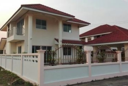 For Sale 4 Beds House in Mueang Lampang, Lampang, Thailand